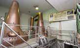 ウイスキー蒸留用のポットスティル。歴史的な名機も近く新型のものと交換される予定。